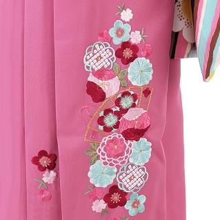 ジャパンスタイルの着物と卒業式袴がコーディネットされたおすすめおフルセットレンタルをご紹介しています。色鮮やか&上品、レトロ&モダンetcと評判のジャパンスタイル着物、卒業袴簡単まとめです。